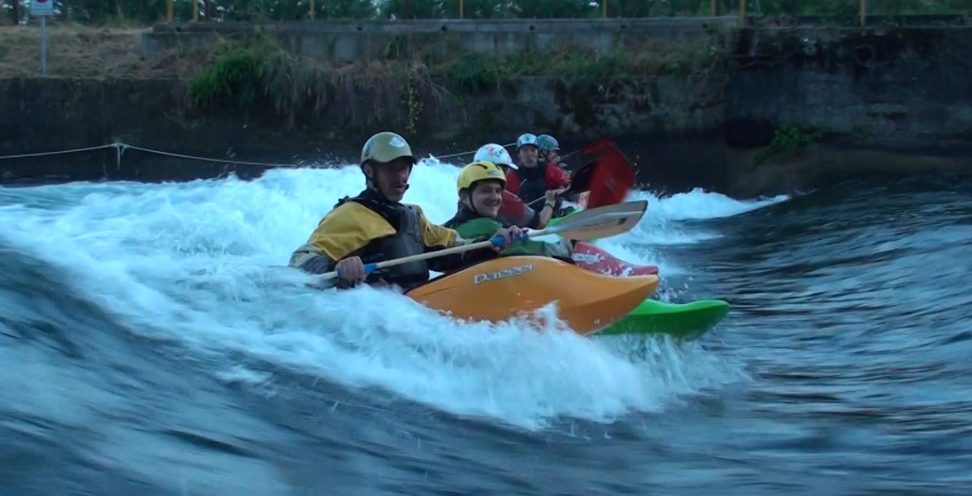 Kayak team Turbigo surf Freestyle